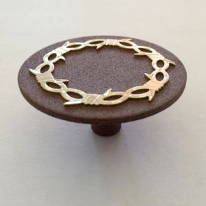 Barbwire accented circular pull knob